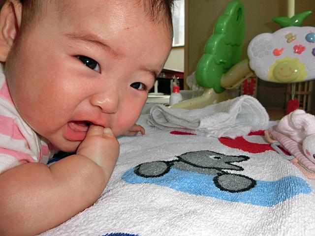 生後4ヵ月 寝返りして泣く
