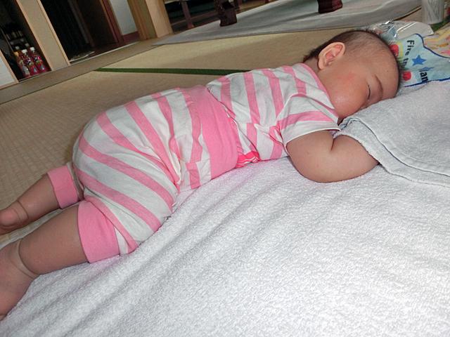 生後4ヵ月 寝返りして寝る