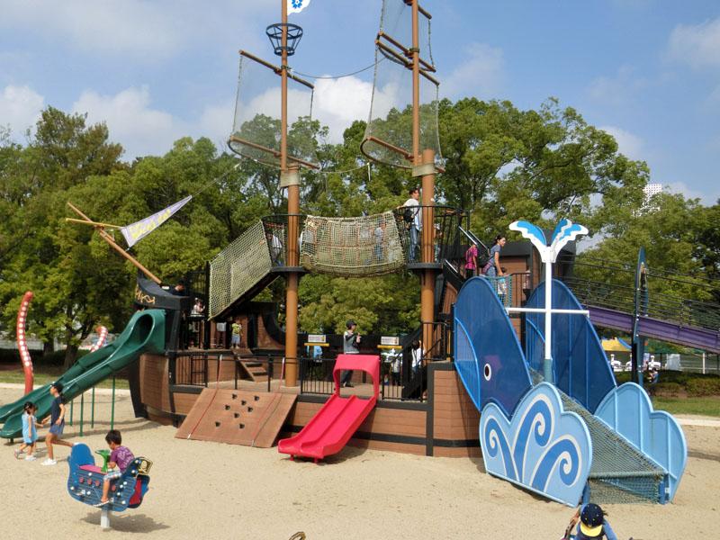 万博記念公園 船の遊具「エキスポみらいgo!」