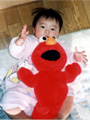 生後9ヶ月の女の赤ちゃんの写真