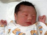 生まれたばかりの男の赤ちゃんの写真