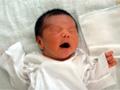 新生児期の男の赤ちゃんの写真