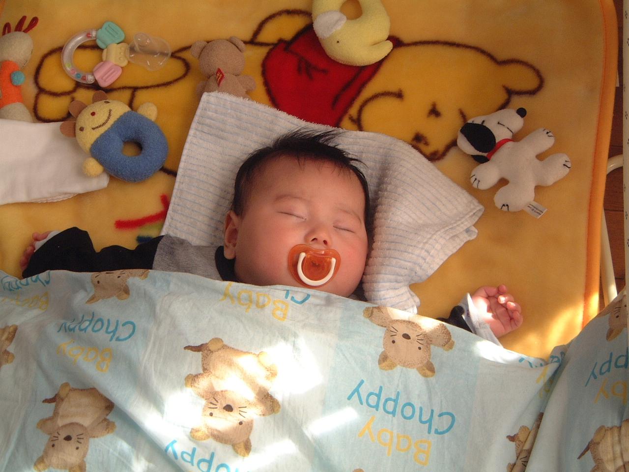男の赤ちゃん 生後4ヵ月