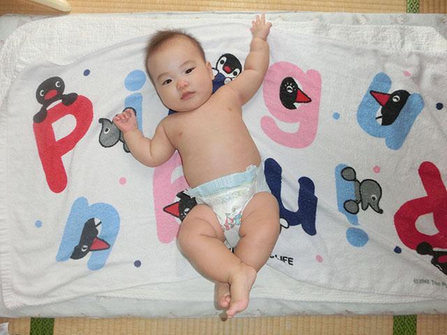 生後6ヵ月 裸写真