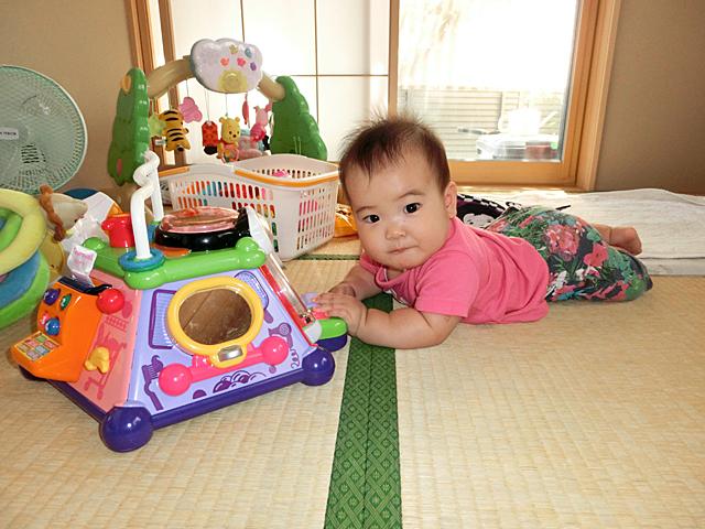 生後8ヵ月 おもちゃで遊ぶ