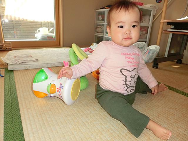 生後9ヵ月 おもちゃで遊ぶ