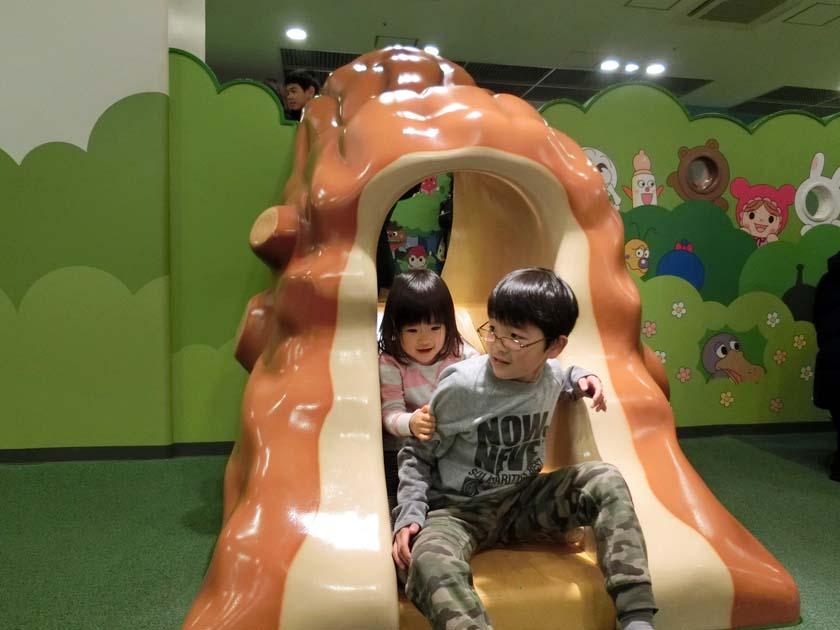 アンパンマンミュージアム 滑り台