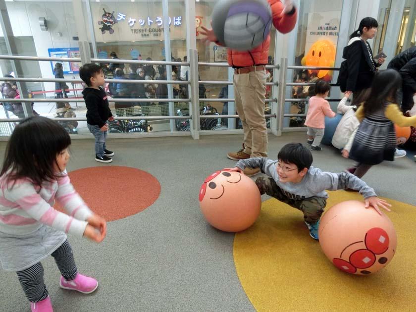 アンパンマンミュージアム ボール遊び