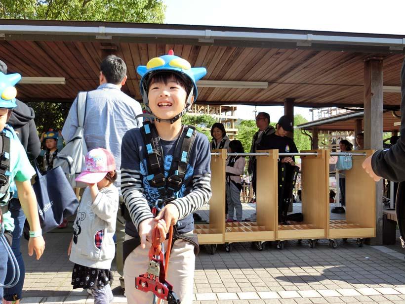 ニジゲンノモリ:クレヨンしんちゃんアドベンチャーパーク チャレンジ!アクション仮面飛行隊! ジップライン