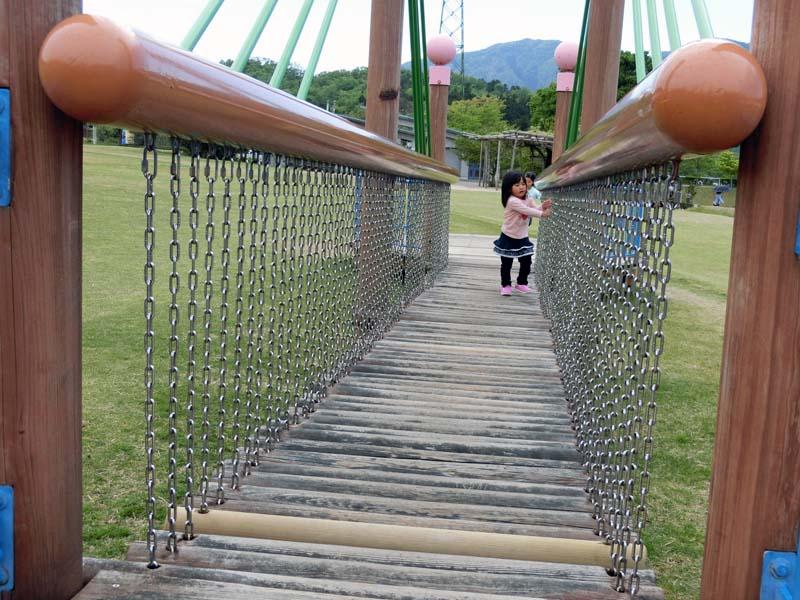峰山途中ヶ丘公園 ゆらゆら木製吊り橋