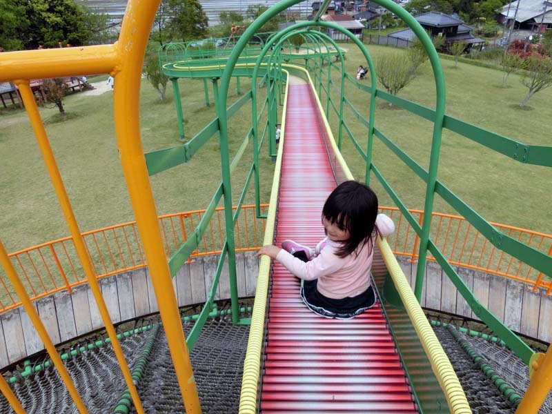 峰山途中ヶ丘公園 ロングローラー滑り台