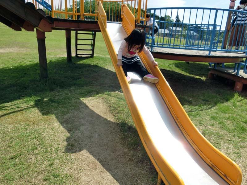 峰山途中ヶ丘公園 滑り台