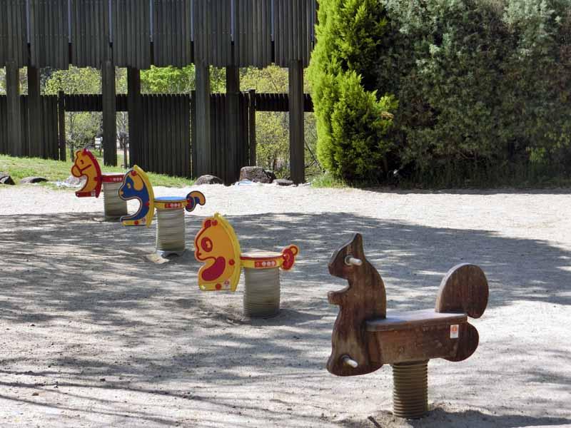 こうのすやま山公園(城陽市総合運動公園) 幼児用遊具