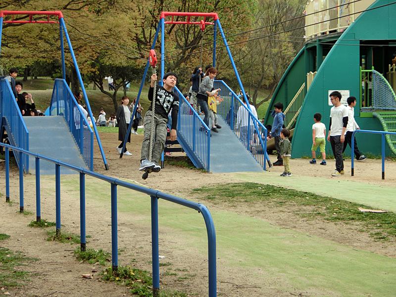蜻蛉池公園 トンボの遊具 子供の国