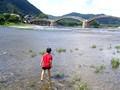 山口県 錦帯橋 川で水遊び