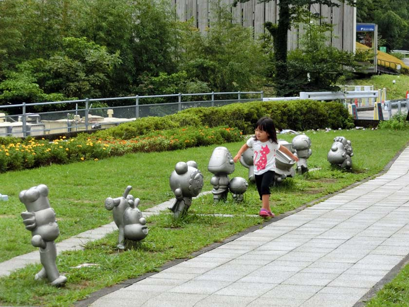 やなせたかし記念館 アンパンマンミュージアム アンパンマンキャラ銅像