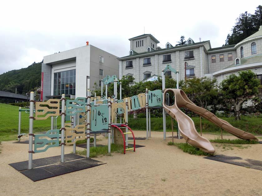 やなせたかし記念館 アンパンマンミュージアム 遊具 滑り台