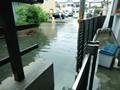 ゲリラ豪雨で道路冠水