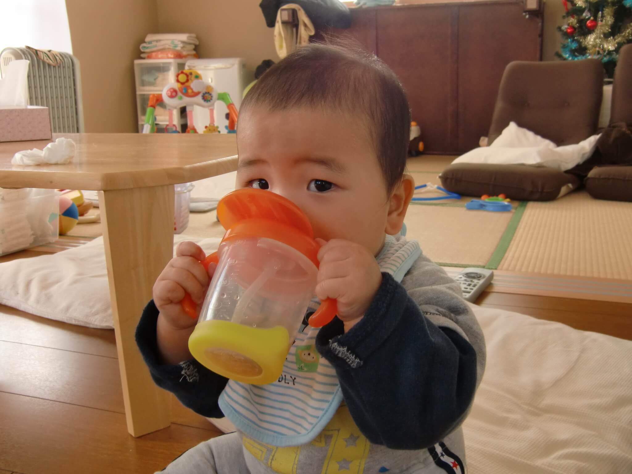 生後7ヶ月:ストローコップで飲めた!